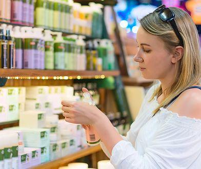 Przed zakupem kosmetyków warto czytać etykietę