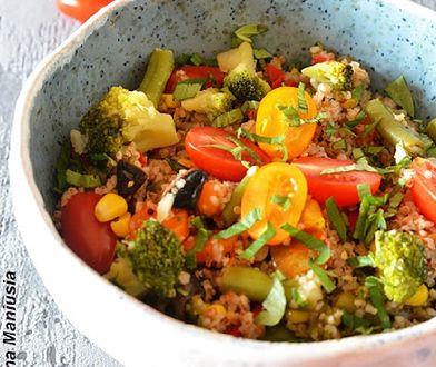 Zdrowie na talerzu. Sałatka z komosą ryżową i kaszą jęczmienną
