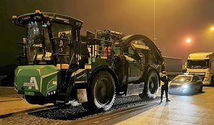 Łódzkie. 32-tonowy kombajn na autostradzie A1