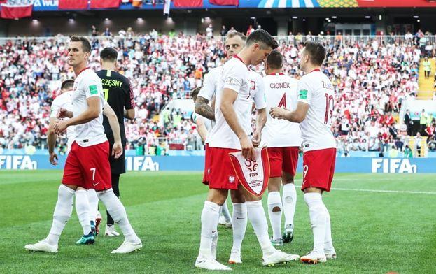 Dziennik krzyczy o aferze po meczu z Senegalem. Paparazzi zrobili zdjęcia piłkarzom