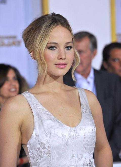 Stylistki pokazały suknię Jennifer Lawrence z przyjęcia zaręczynowego. Post szybko zniknął
