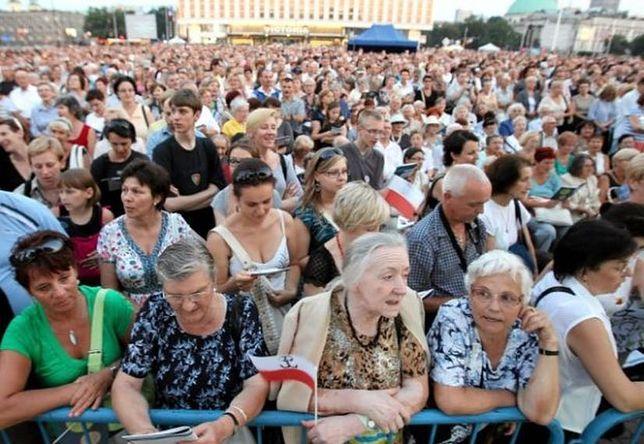 Warszawiacy śpiewają (nie)zakazane piosenki. Koncert na pl. Piłsudskiego