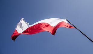 Zrywał flagi Polski. Został ukarany grzywną
