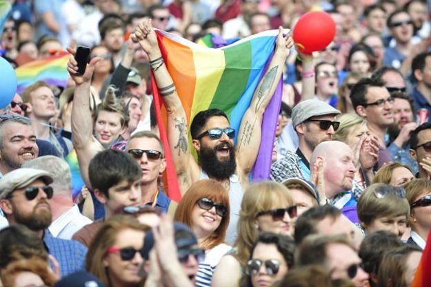 Tęczowo na ulicach Dublina. Irlandczycy opowiedzieli się za legalizacją małżeństw jednopłciowych
