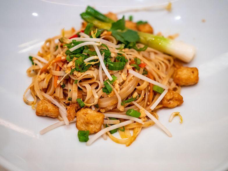 Szybki przepis na pad thai. Orientalny obiad w 20 minut