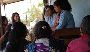"""Zabójcza tradycja w Nepalu. Ich jedynym """"przewinieniem"""" jest bycie kobietą"""