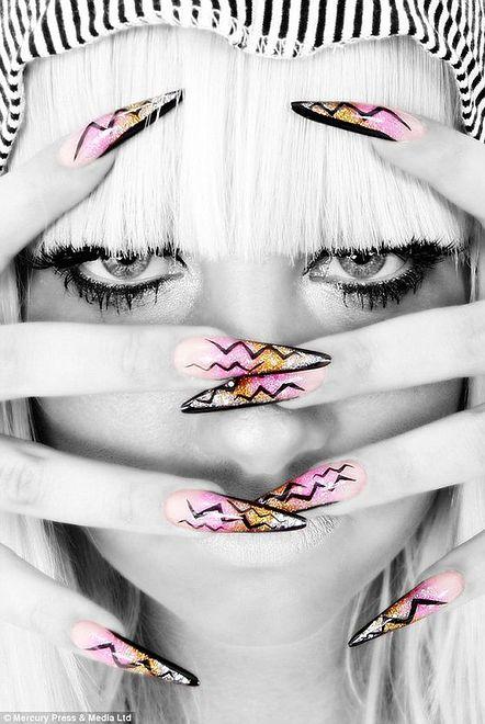 Kirsty Meakin i jej oryginalny manicure