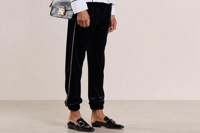 Spodnie z lampasami to jedne z najmodniejszych w tym sezonie