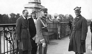 Na moście Piłsudskiemu towarzyszył generał Orlicz-Dreszer