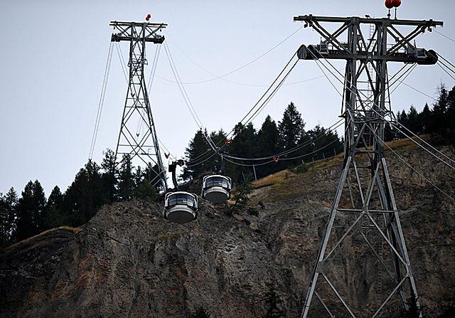 Utknęli tysiące metrów nad ziemią. Akcja na Mount Blanc