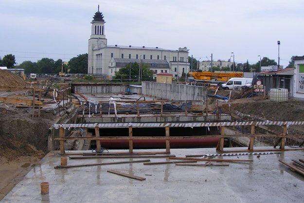 Kiedy skończą budowę tunelu pod torami na Dębcu? Bukmacherzy przyjmują zakłady