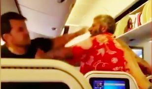 Brutalna bójka na pięści w samolocie. Wideo z tego zdarzenia podbija sieć