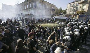 Policja przerywa blokadę narodowców, którzy chcą powstrzymać w Lublinie Marsz Równości