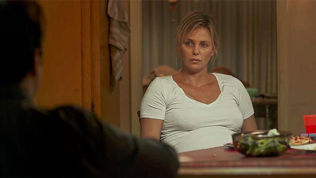 """""""Tully"""", czyli film o macierzyństwie jako biegu z przeszkodami"""