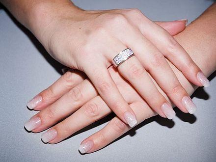 Ślubny manicure - trendy na rok 2013