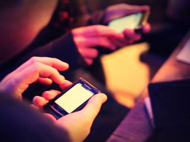 Polskie smartfony atakują