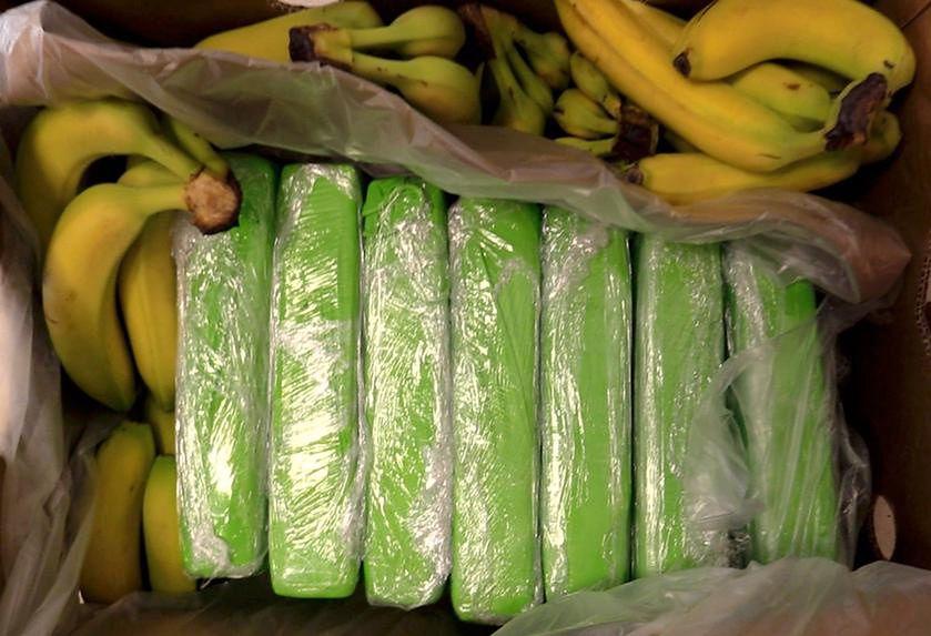 Warszawa. Paczki zawinięte w zieloną folię zawierały kokainę. Taki dodatek znalazł się w pudłach z bananami, które trafiły do sklepów Carrefoura w czwartek i w piątek