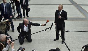 Prezydent Rosjo Władimir Putin rozmawia z dziennikarzami po corocznym programie telewizyjnym, w którym widzowie mogą zadawać mu pytania. 14 kwietnia 2016 r.