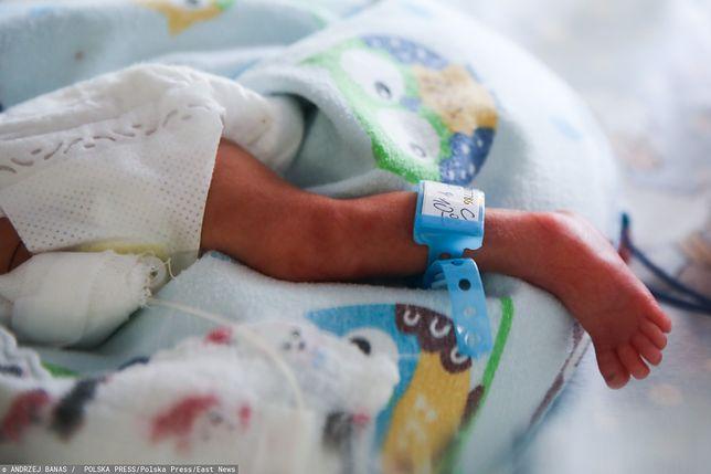 Błąd lekarski? Lekarze podczas porodu złamali nogę noworodkowi