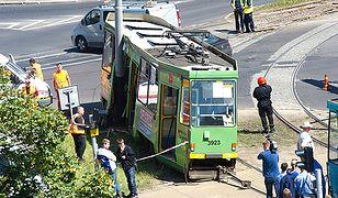 Tramwaj wypadł z szyn i uderzył w słup - 9 osób rannych