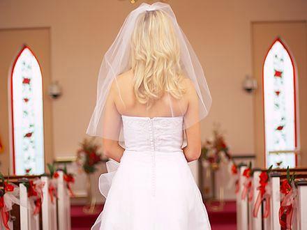Dobry letni strój weselny
