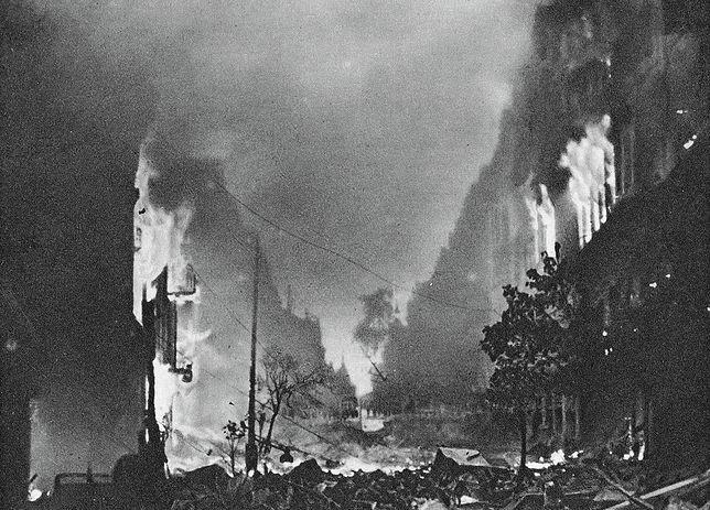 Ulica Marszałkowska w ogniu podczas Powstania Warszawskiego