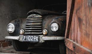 Przez lata stał i niszczał w szopie. Samochód polskiego generała wystawiony na aukcji