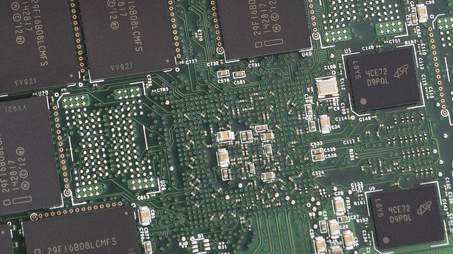 Intel przejmuje pałeczkę lidera SSD: nowe dyski z serii 750 są naprawdę szybkie