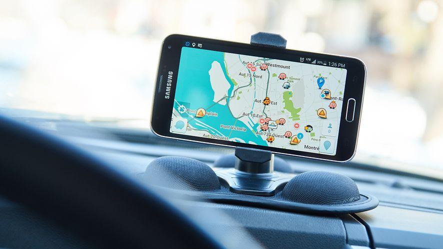 Asystent Google w samochodzie to nie tylko wygoda, ale także bezpieczeństwo. (depositphotos)