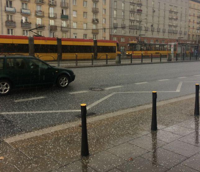 Warszawa. Oberwanie chmury, burza i grad