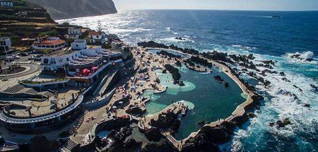 Obok basenów Porto Moniz znajduje się restauracja z niesamowitym widokiem na ocean