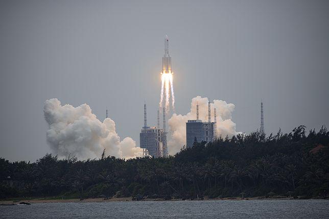 Chińska rakieta coraz bliżej Ziemi. Kiedy i gdzie uderzy?