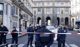 Atak przed Luwrem. Terrorysta przesyłał pieniądze do Polski dla ojca