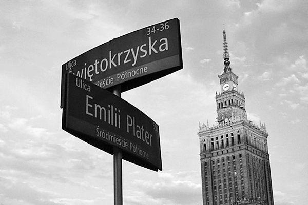 Zamknęli skrzyżowanie w centrum Warszawy. Kierowcy ignorują znaki