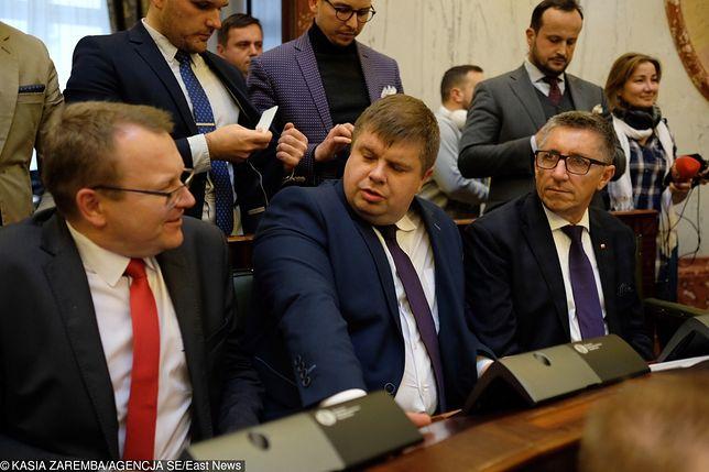 Wojciech Kałuża (w środku) tuż po wyborach zmienił barwy partyjne