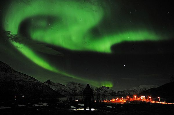 Aurora borealis - malowniczy spektakl światła na niebie północnej Szwecji