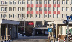 Makabryczne znalezisko przed szpitalem przy ul. Szaserów