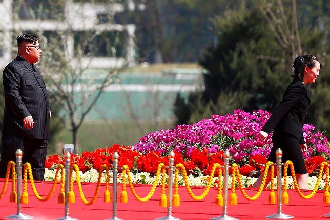 Kim Dzong Un z siostrą podczas otwarcia nowego osiedla w Pyongyang w kwietniu tego roku.