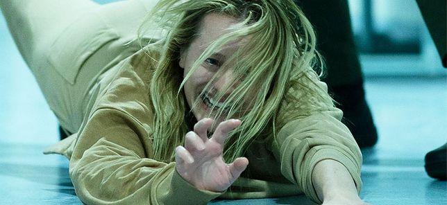 Elisabeth jako kobieta walcząca z niewidzialnym psychopatą