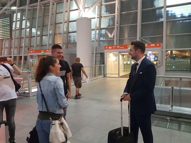 Patryk Jaki na lotnisku