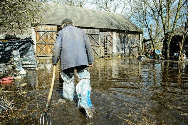 Domy otoczyła woda! Polacy walczą z żywiołem