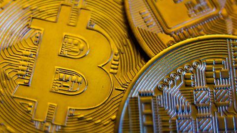 """Ofiary oszustwa """"na bitcoina"""" tracą miliony złotych. Policja często jest bezradna"""