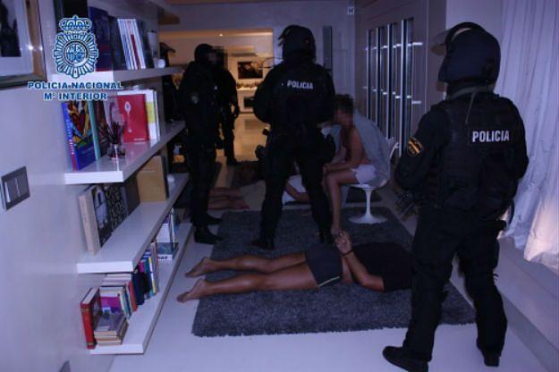 """Akcja hiszpańskiej policji na Ibizie. Zatrzymano """"polskiego miliardera"""", który handlował bronią"""