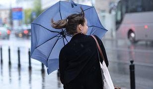 IMGW ostrzega przed porywistym wiatrem i marznącym deszczem