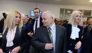 Martyna Wojciechowska (z lewej) i Kamila Sukiennik (z prawej) to współpracowniczki Adama Glapińskiego (w środku)