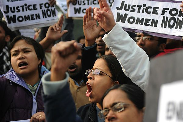 12 mężczyzn publicznie zgwałciło 20-letnią Hinduskę. Taką karę wyznaczyła jej starszyzna plemienna