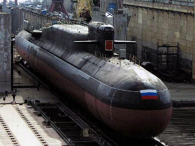 Rosyjski, atomowy okręt podwodny częściowo podtopiony, aby ugasić pożar