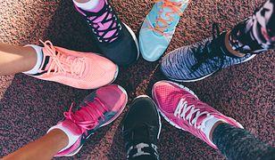 Buty do biegania powinny być dobrze dopasowane do stopy.
