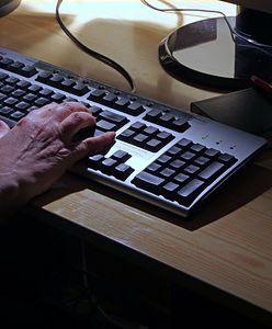 Seniorka uległa oszustowi. Przekazała dane do kont i udostępniła ekran komputera