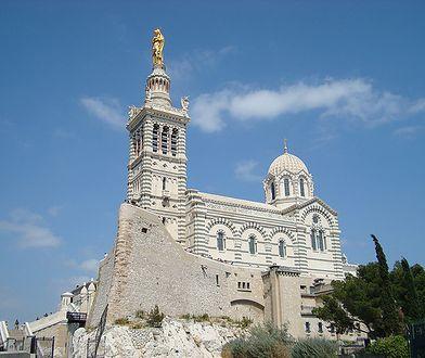 Bazylika Notre-Dame de la Garde mieści się na malowniczym wzgórzu